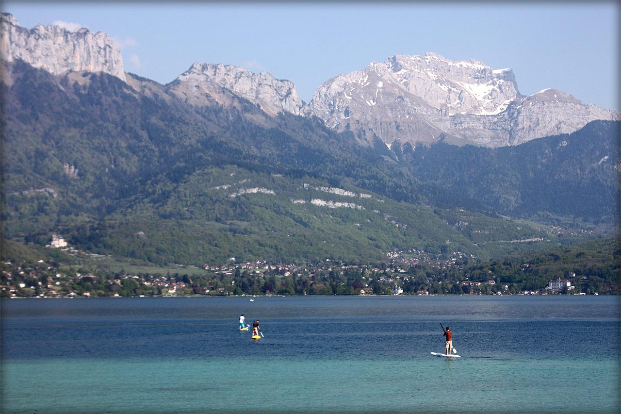 Début de saison de paddle sur le lac d'Annecy